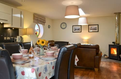 Last Minute Cottages - Porthole Cottage