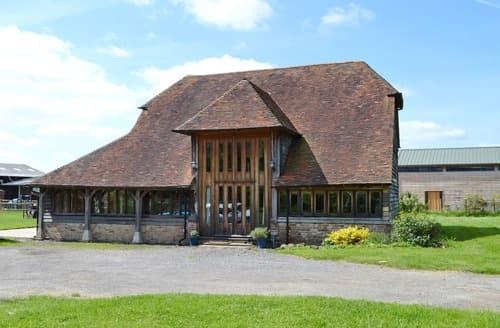 Last Minute Cottages - Romden Barn
