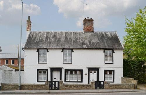 Last Minute Cottages - Varley House