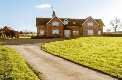 Last Minute Cottages - Poplar Farmhouse