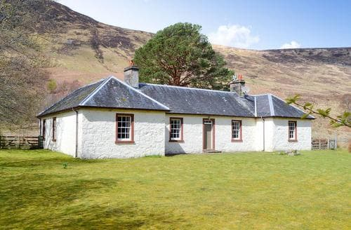 Last Minute Cottages - Old West Manse