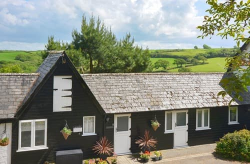Last Minute Cottages - Great Hills Lodge