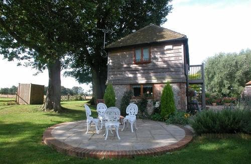 Last Minute Cottages - Dering Cottage