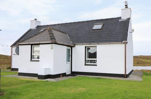 Last Minute Cottages - Lochside Cottage