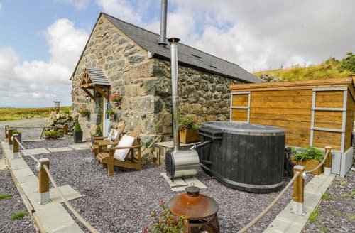 Last Minute Cottages - The Barn at Cae'r Fadog Isaf