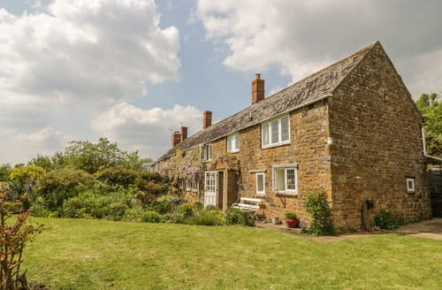 Last Minute Cottages - Priors Mead