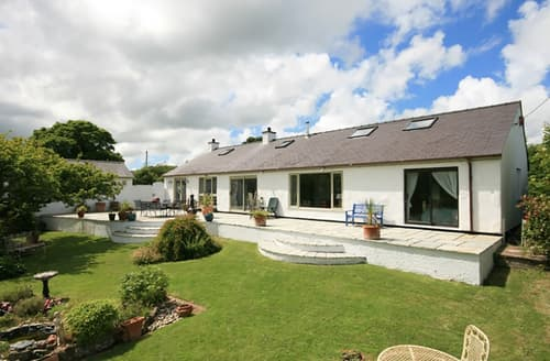 Last Minute Cottages - Ty'n Cae