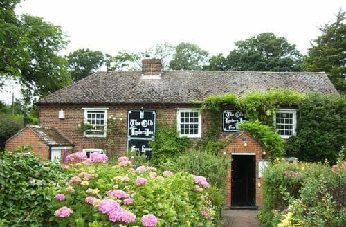 Last Minute Cottages - Old Lantern Apt