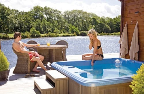 Last Minute Cottages - The Top Boathouse