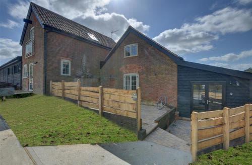Last Minute Cottages - Cosy Ipswich Rental S10111