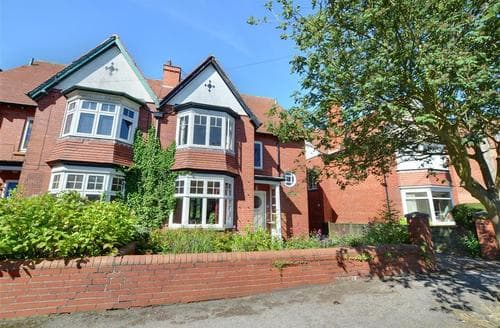 Last Minute Cottages - Holbeck House