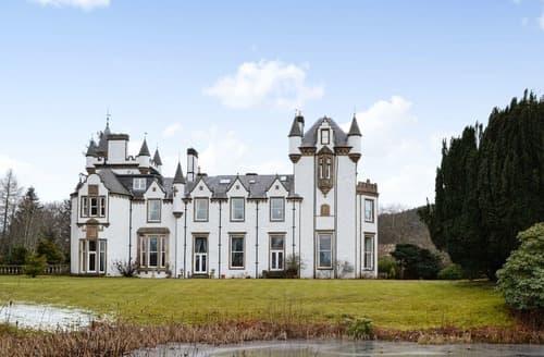 Last Minute Cottages - Dalnaglar Castle