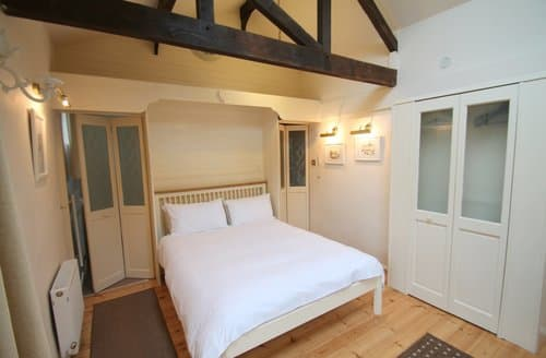 Last Minute Cottages - Little Court Apartment, Porlock