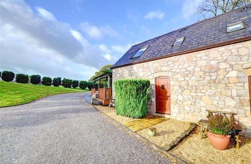 Last Minute Cottages - Gorgeous Mold Rental S11321