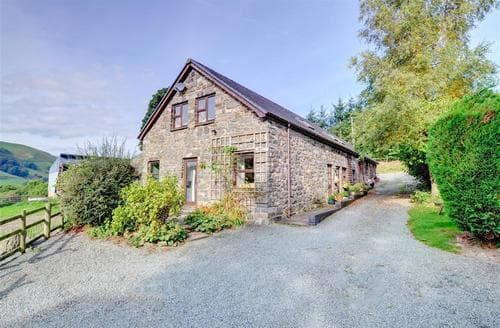 Last Minute Cottages - Luxury Llanbrynmair Apartment S11403