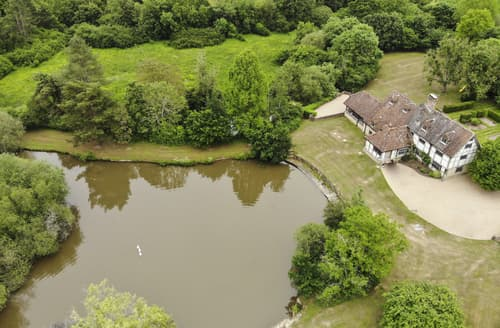 Last Minute Cottages - Kirdford Farmhouse