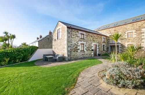 Last Minute Cottages - Traeth Barn