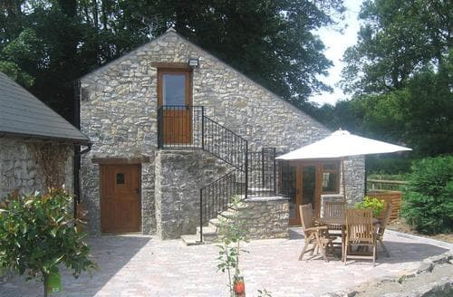 Last Minute Cottages - Lovely Cowbridge Rental S11479