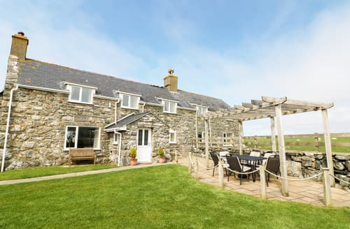 Last Minute Cottages - Ffermdy