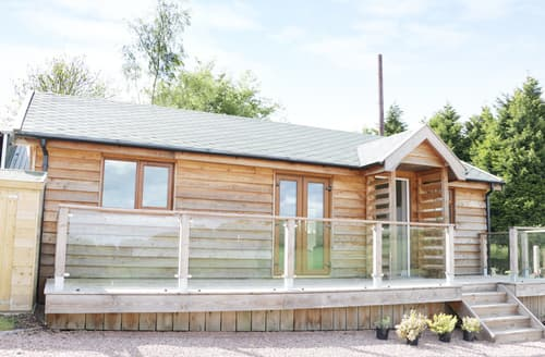 Last Minute Cottages - Hill View Lodge 2