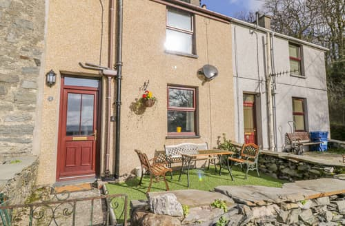 Last Minute Cottages - Tan Dderwen Terrace