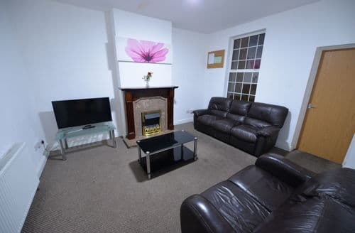 Last Minute Cottages - 6 Bedroom House Coventry City Centre