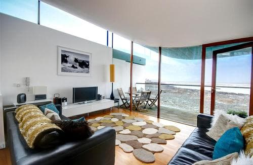 Last Minute Cottages - Captivating Westward Ho! Apartment S12173