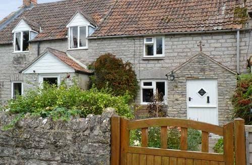 Last Minute Cottages - Woodforde Cottage