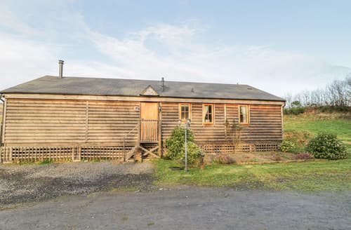 Last Minute Cottages - Caban Gwdihw ( Owl Cabin)