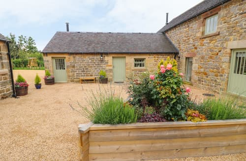 Last Minute Cottages - Collecting Yard