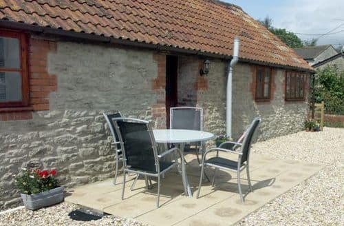 Last Minute Cottages - Beautiful Templecombe Cottage S2081