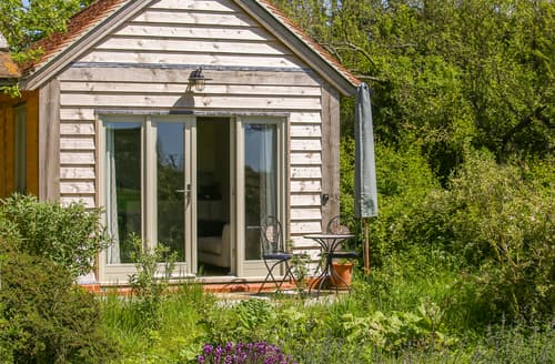 Last Minute Cottages - The Lodge at Mortons