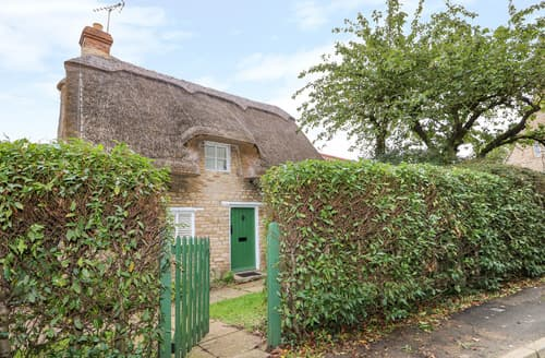Last Minute Cottages - Bumble Bee