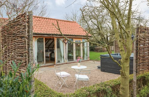 Last Minute Cottages - The Garden Room