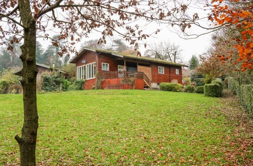 Last Minute Cottages - Watersview Lodge