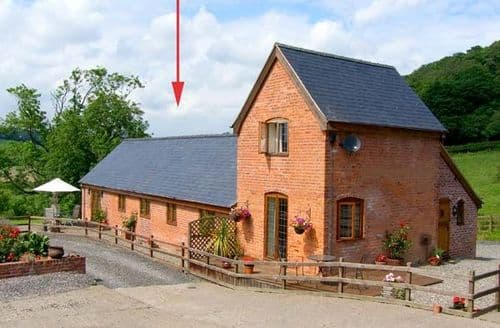 Last Minute Cottages - Captivating Newtown Barn S5760