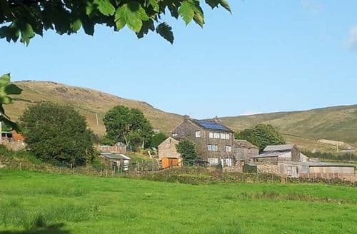 Last Minute Cottages - Attractive Oldham Barn S4047