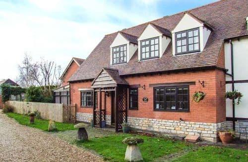 Last Minute Cottages - Wonderful Evesham Cottage S2657