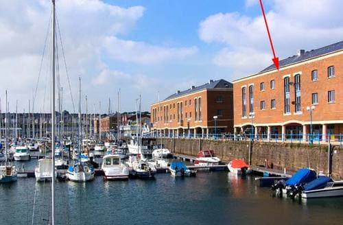 Last Minute Cottages - Wonderful Milford Haven Apartment S12499
