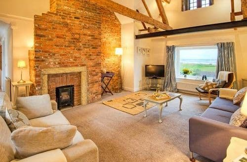 Last Minute Cottages - Seaview Apartment