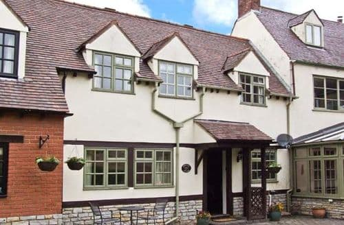 Last Minute Cottages - Lovely Evesham Cottage S2656