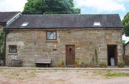 Last Minute Cottages - Captivating Cheadle Cottage S4301