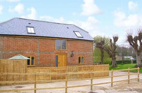 Last Minute Cottages - Inviting Southampton Stable S4445