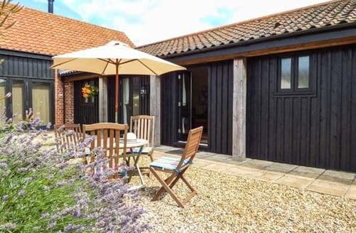 Last Minute Cottages - Courtyard Barn 2