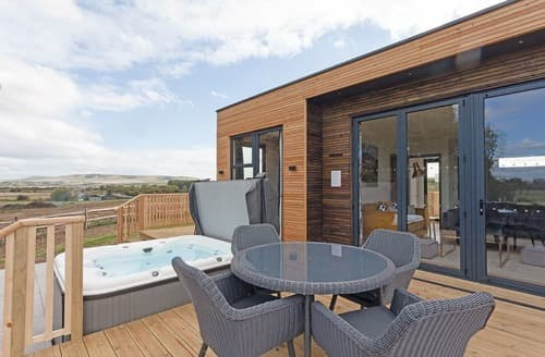 Last Minute Cottages - Hill View Luxury
