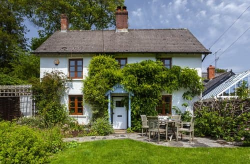 Last Minute Cottages - Old School House, Brushford