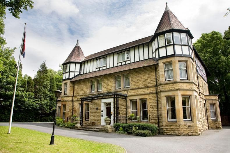 Delightful country house hotel in Headingley's Conservation area, just 2 miles from Leeds centre. - Haley's Hotel & Restaurant