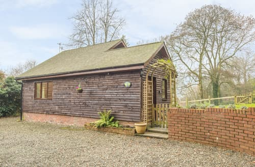 Last Minute Cottages - Woodpeckers Cottage