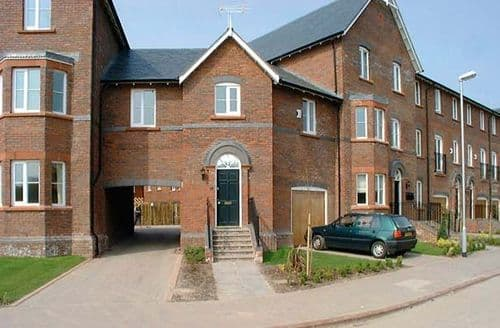 Dog Friendly Cottages - Delightful Chester Apartment S77234