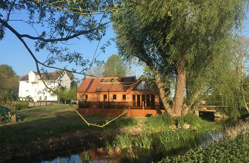 Last Minute Cottages - Watermill Granary Barn